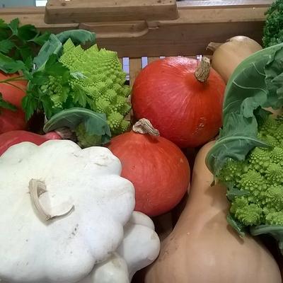 Fruits et légumes de saison pour une assiette colorée.